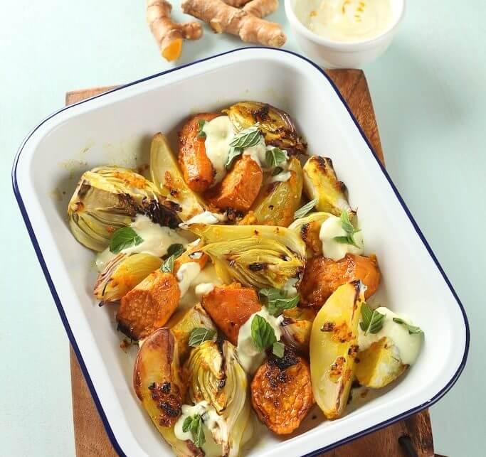 ירקות צלויים במרינדת כרכום בליווי רוטב יוגורט-כורכום