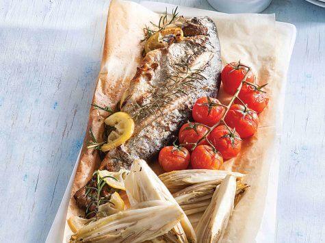 דג פורל אפוי עם אנטיפסטי אנדיב ועגבניות