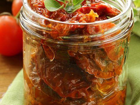 עגבניות מיובשות במשרה שמן זית