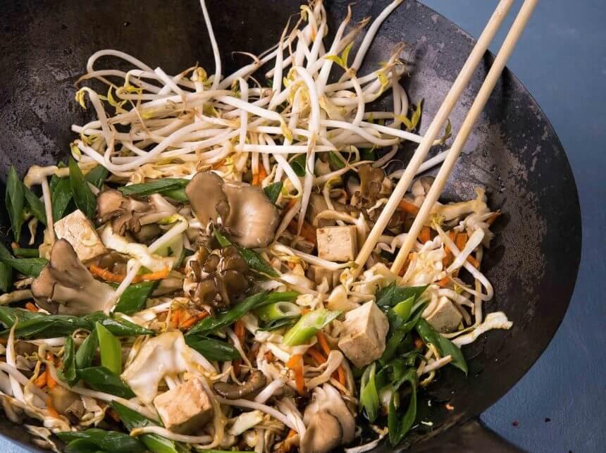 מוקפץ ירקות, פטריות מאי-טאקי וטופו
