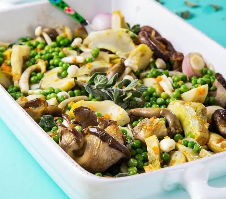 תבשיל לבבות ארטישוק ופטריות אקזוטיות צלויות עם שורש כורכום טרי