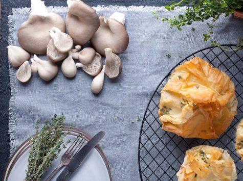 מאפה פילו עם פטריות יער וגבינת עיזים